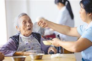 今年推养老服务发展综合改革,完善户籍制度